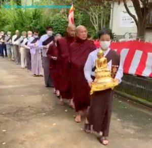 ဂျပန်နိုင်ငံ၊ အိဘာရာခိခရိုင်၊ ဟိုခိုတမြို့၊ ထေရဝါဒဓမ္မစာရီ မြန်မာ ကျောင်းတိုက်တွင် သာသန သီရိဓရ သီမာ (သာသနာ့ ကျက်သရေဆောင် သိမ်တော်ကြီး) စတင်တည်ဆောက်ခြင်း ပန္နက်တော်တင်အခမ်းအနားသို့ မြန်မာသံအမတ်ကြီး တက်ရောက်ခဲ့ခြင်း
